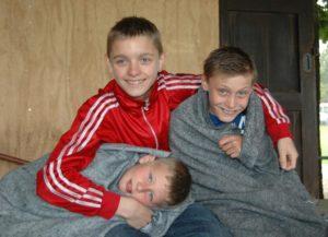 3 glade drenge